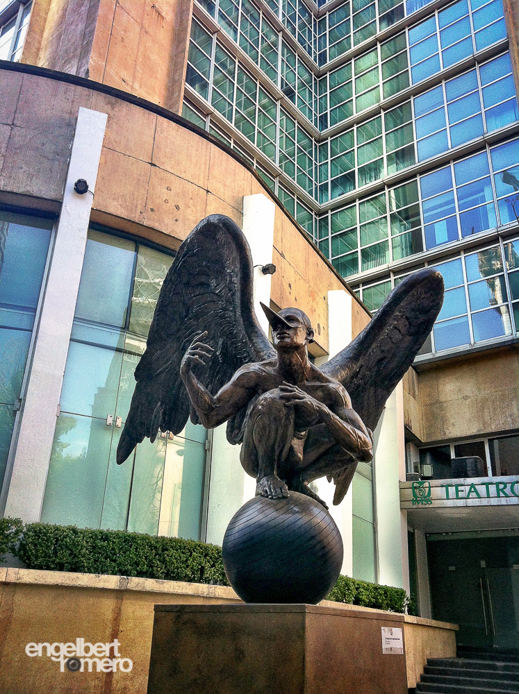 Statue: Angel of Social Security at the corner of Burdeos and Reforma